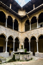 Barcelona : Pedralves Cloister and Fountain