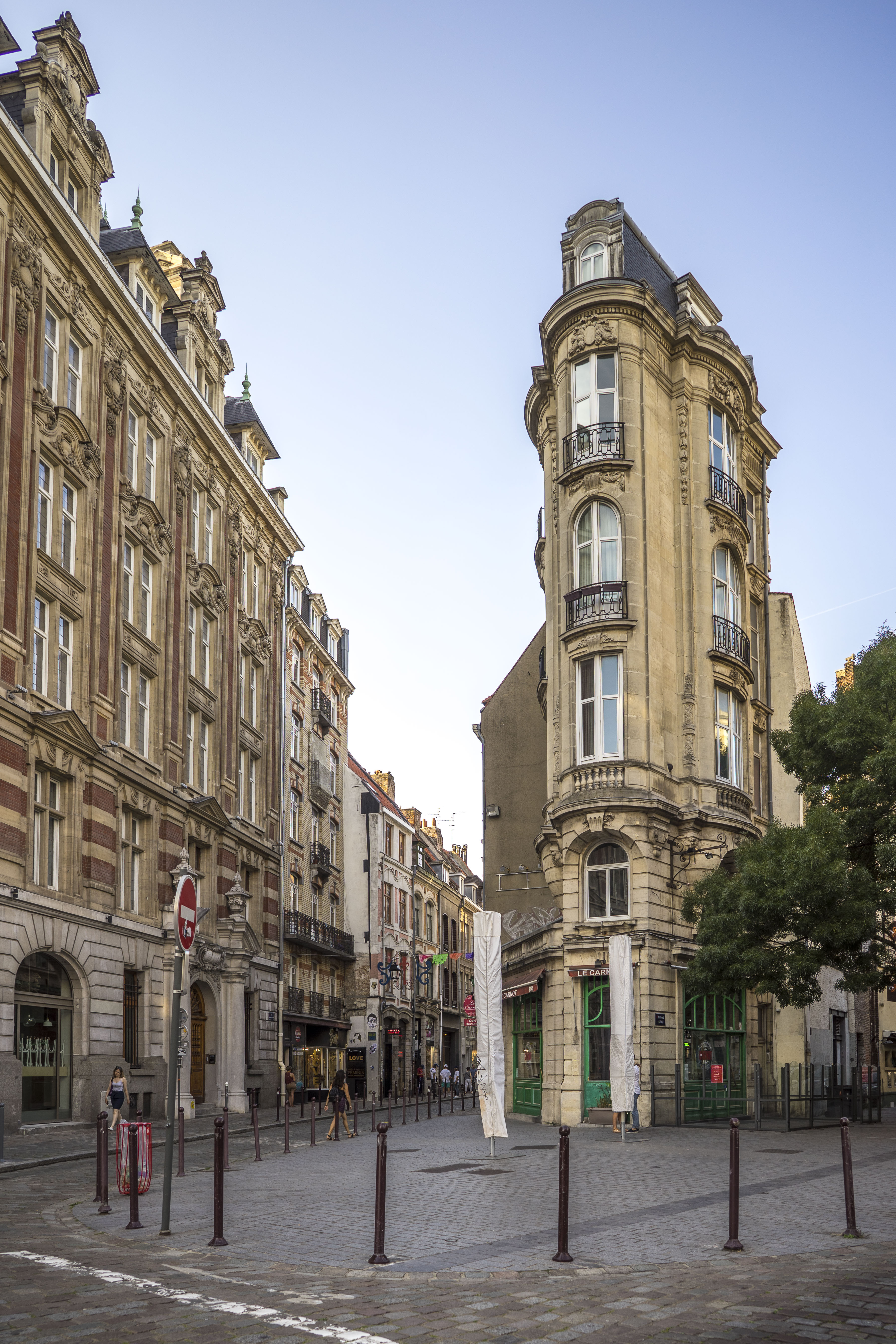 Lille, France - Straight like an i